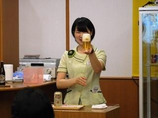 ★スタッフ笑顔注ぎ方.JPG